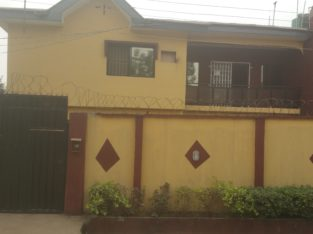 To let 3 bedroom flat in Okeafa