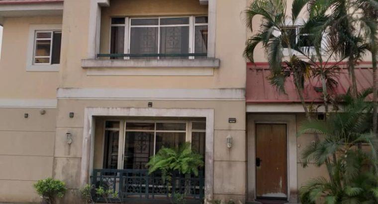 4bedroom terrace house all room en suit with bq.