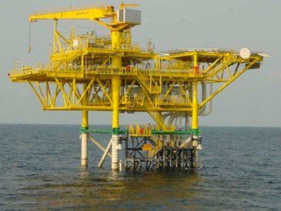 Oil extends losses as coronavirus spike stalls demand